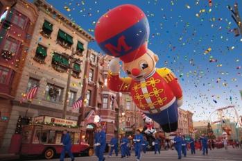 Macys-christmas-parade-universal-orlando